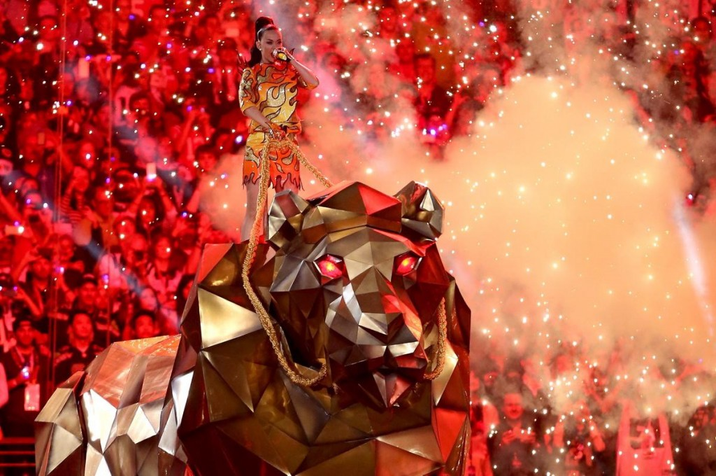 katy-perry-performs-super-bowl-halftime
